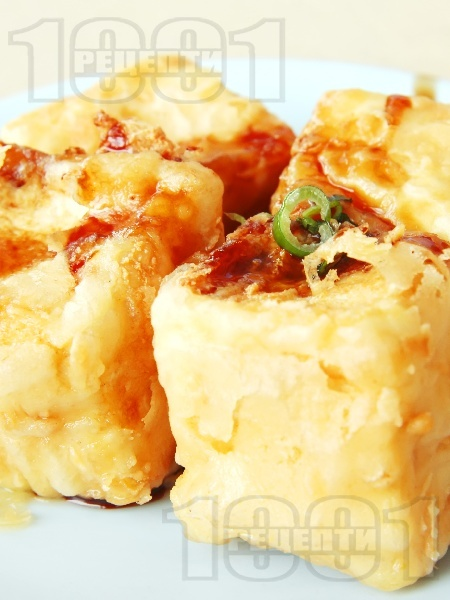Бобени кюфтенца с бял чеснов сос от заквасена сметана и сушени гъби - снимка на рецептата